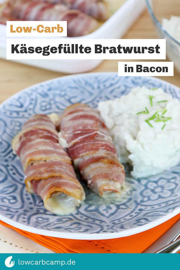 Käsegefüllte Bratwurst in Bacon mit Blumenkohlpüree