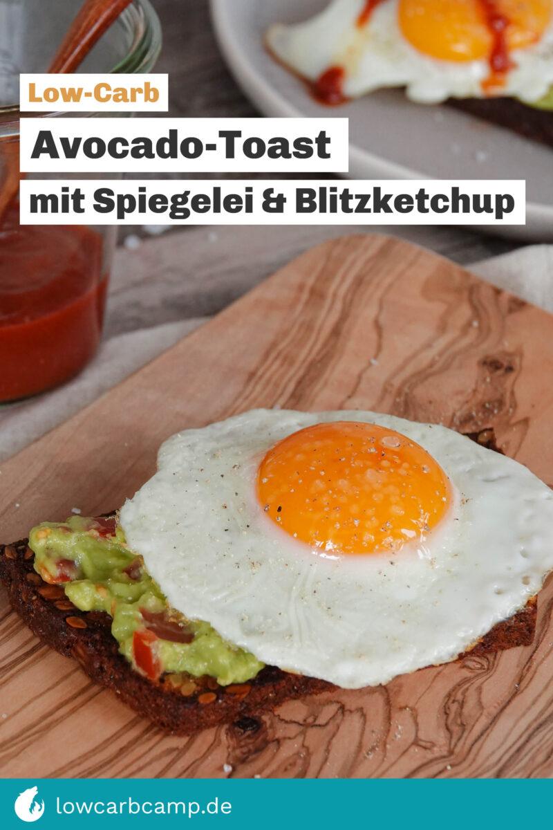 Avocado-Toast mit Spiegelei und Blitzketchup