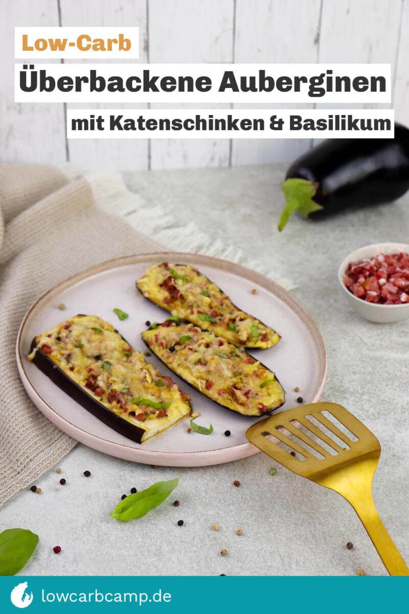 Überbackene Auberginenscheiben mit Katenschinken und Basilikum